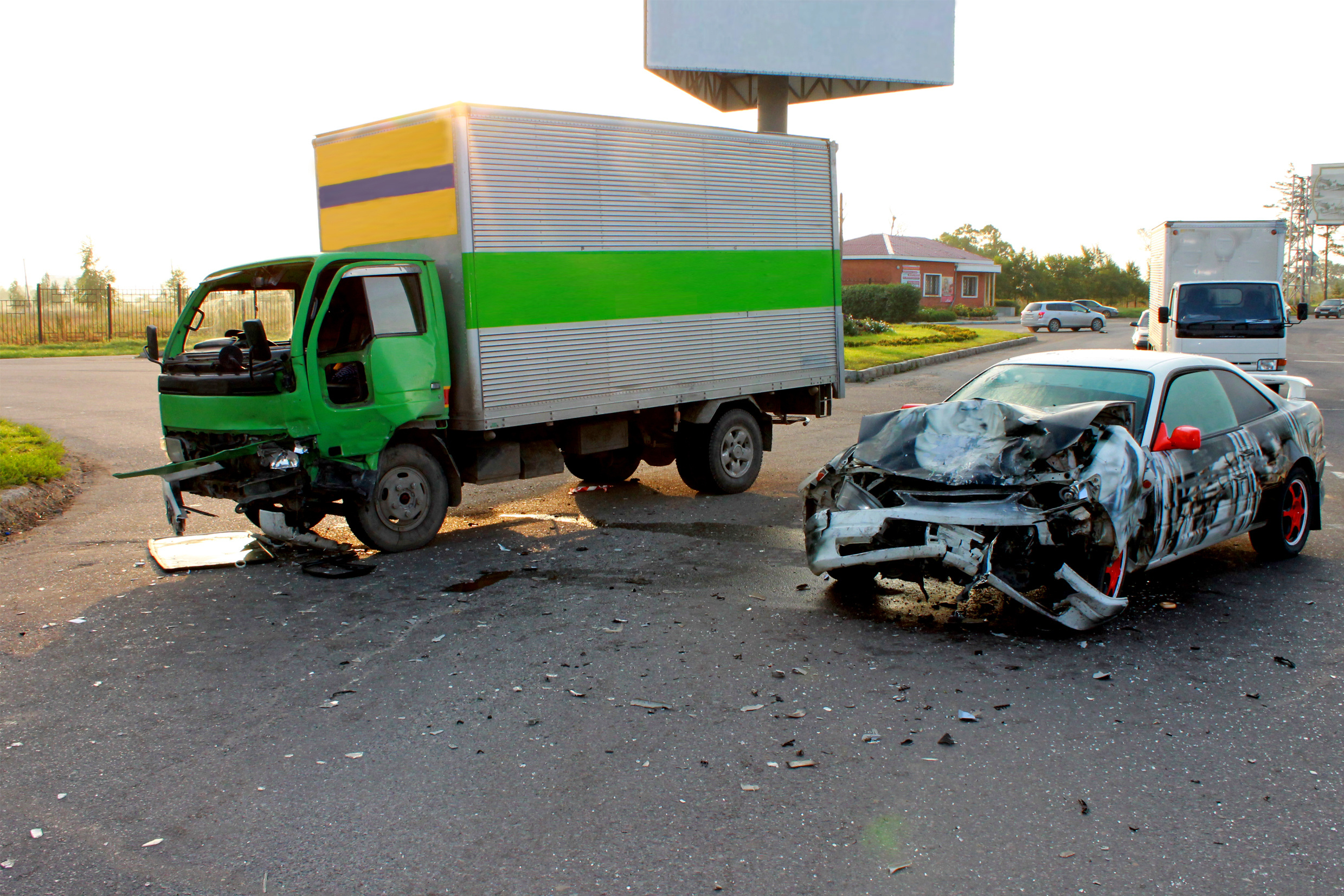 Traffic accident, the car at high speed collided with a small truck.